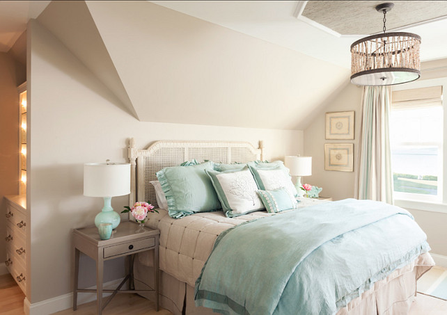 Turquoise Decor. Bedroom with Turquoise Decor. #TurquoiseDecor #TurquoiseInteriors
