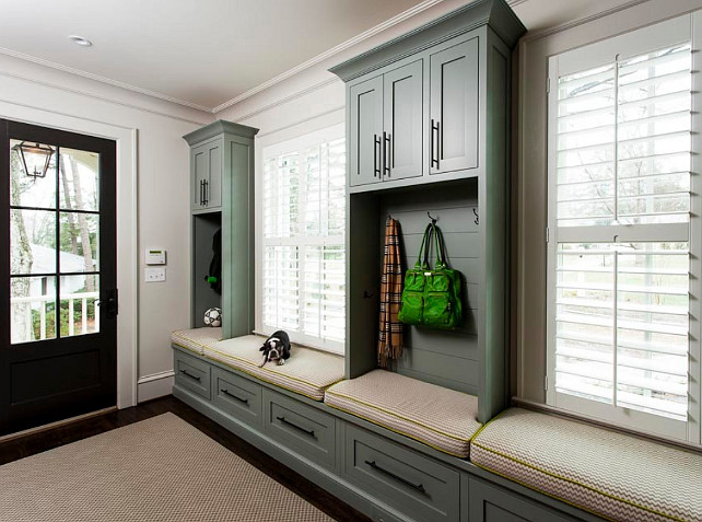 Mudroom Design Ideas. This mudroom is comfortable and very useful. #Mudroom