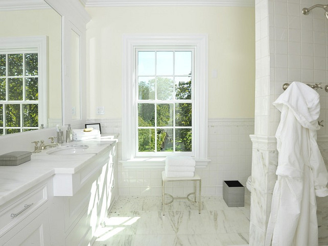 White marble. How not to love this bathroom with all of that white marble? #WhiteMarble