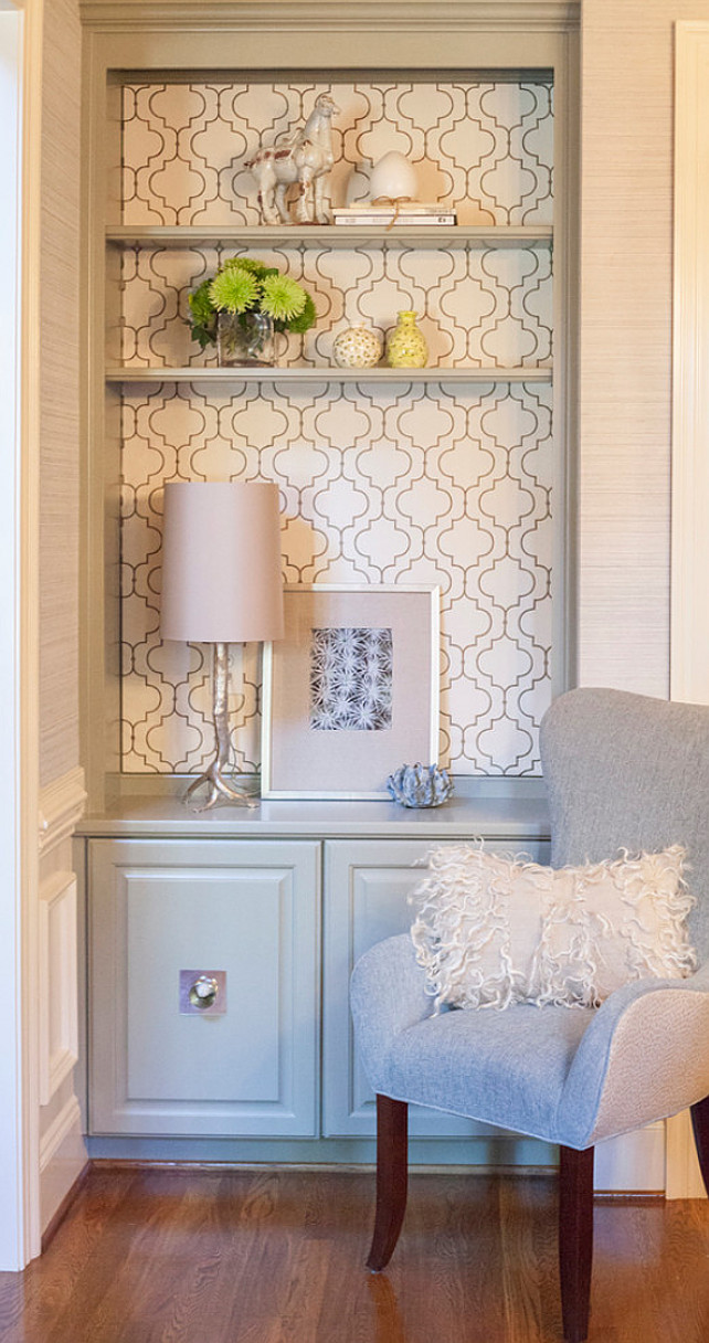 Wallpaper Bookshelf. Wallpaper Bookshelf Ideas. Neutral Wallpaper Bookshelf. #WallpaperBookshelf #Wallpaper #Bookshelf  Lucy and Company