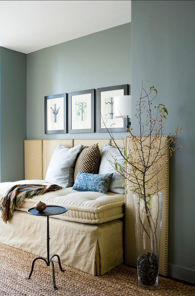Why every home needs a sofa bed home bunch interior for Catty corner bedroom ideas