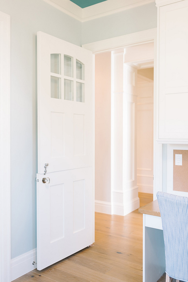 White Dove OC-17 Benjamin Moore. Door and Trim Painted in White Dove OC-17 Benjamin Moore. #WhiteDove #OC17 #BenjaminMooreWhiteDove #Door #Trim #PaintColor