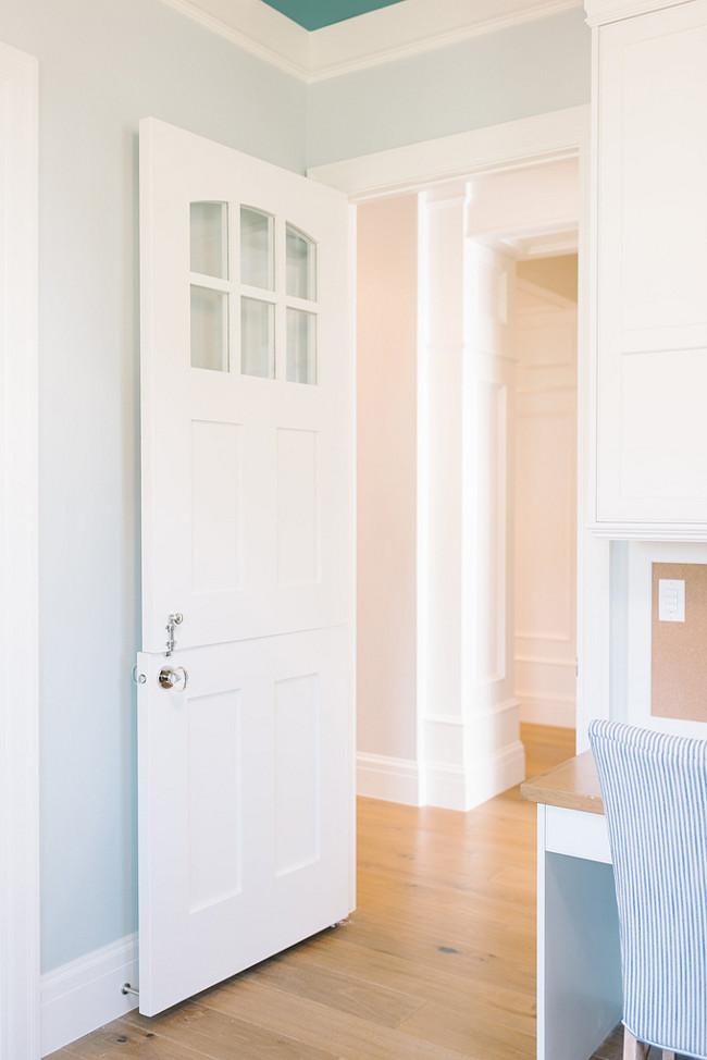 White Dove Oc 17 Benjamin Moore Door And Trim Painted In