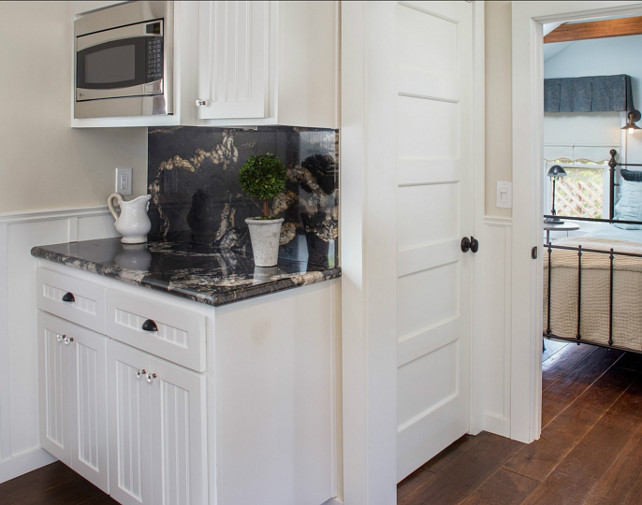 White Kitchen Cabinet Paint Color. Benjamin Moore White Dove OC-17 is one of the most popular paint colors for white kitchen cabinets. Always recommended by interior designers. #BenjaminMoore #WhiteDove OC-17 #WhiteKitchen