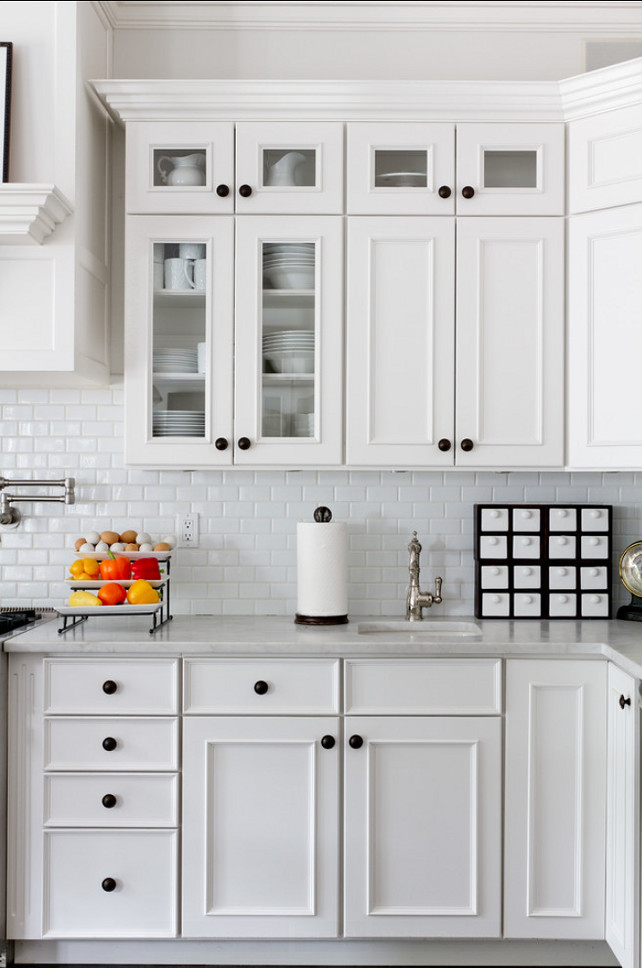 KItchen Countertop. This kitchen have a very classic look thanks to its white marble countertop. #KitchenCountertop #Marble #Countertop #Kitchen