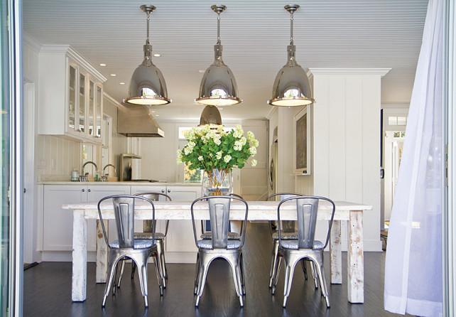 White Kitchen. Modern White kitchen with combined eating nook. #WhiteKitchen #Kitchen #WhiteKitchenDesign Chango & Co.