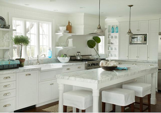 White Kitchen. White Kitchen Paint Color Benjamin Moore White Dove OC-17.  #BenjaminMoore #WhiteDove #OC17