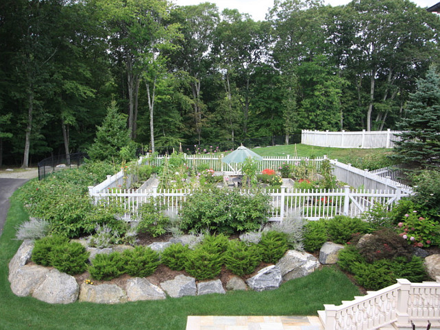 Caring for your garden in time for winter home bunch for Pretty vegetable garden designs
