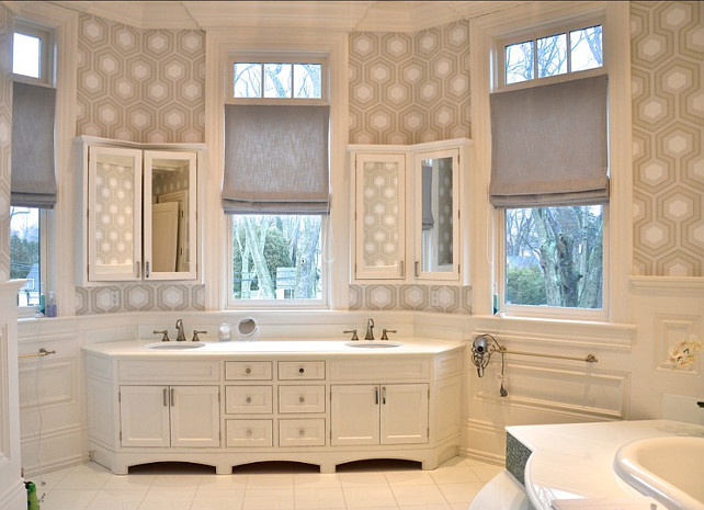 Bathroom. Great bathroom design with wallpaper. #Bathroom #Wallpaper