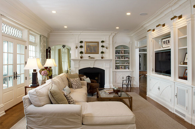 Timeless waterfront home home bunch interior design ideas Family sitting room ideas