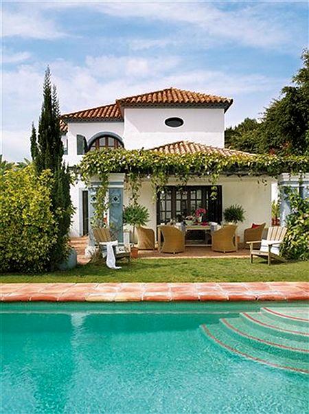 Elegant house in spain home bunch interior design ideas for Casas con piscina y jardin