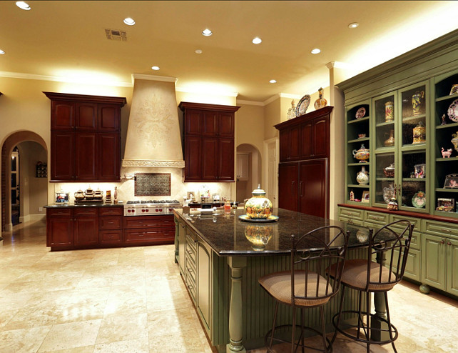 French Kitchen. This French Kitchen feels very grand and luxurious. #FrenchKitchen #BigKitchens