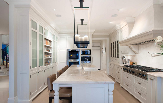 Kitchen Design. Smart Kitchen Design! I am loving how well-designed this entire kitchen is. #Kitchen #KitchenDesign #Smart #Interiors